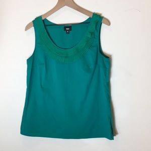 2 Mossimo tank tops in green and gray/brown
